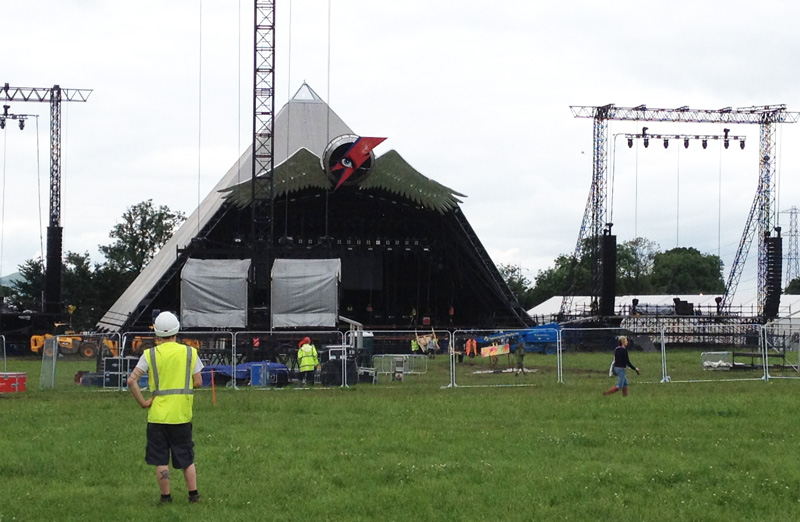 GlastonburyPyramid2